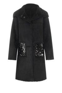 Schwarzer Mantel mit Schmucktaschen um € 549,–