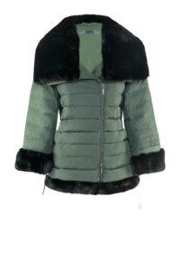 Grüne Daunenjacke mit Fake-Fur-Applikationen um € 499,–