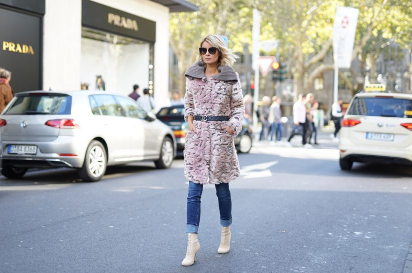Gitta Banko in Herbst-Mode von AIRFIELD