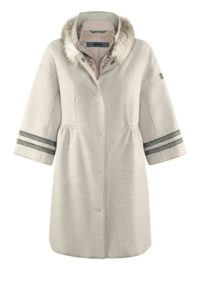 Leichter Mantel mit Daunen-Gilet um € 999,–