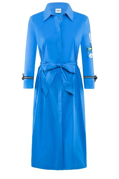 Himmelblaues Hemdblusenkleid aus Baumwoll-Mix um € 279,–