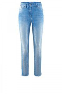 Jeans mit leichter Waschung und offenem Saum um € 249,–
