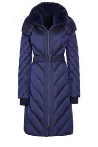 Mantel mit Strickbündchen und Fake-Fur-Kragen um € 699,–