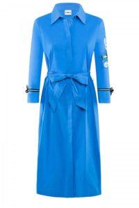 Blaues Hemdkleid mit Schleifengürtel um € 279,–