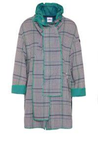 Violetta-Coat mit Schalkragen und seitlichen Druckknöpfen um € 499,–
