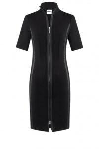 Figurbetonendes Kleid in Schwarz um € 349,–
