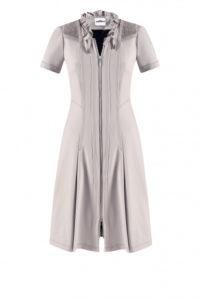 Schlammfarbenes Kleid mit Zipp um € 399,–